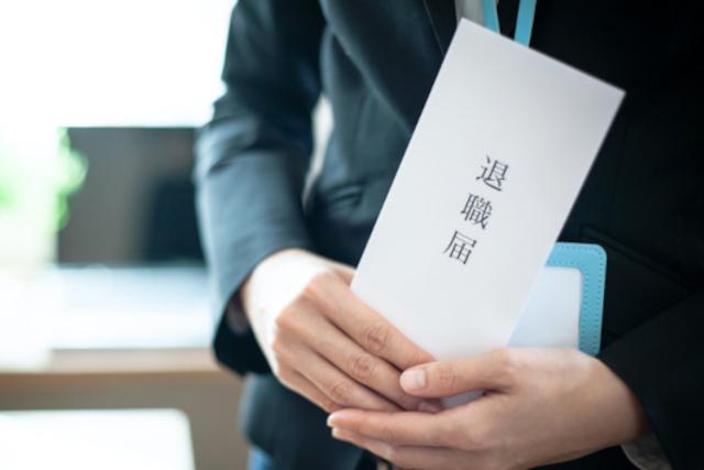 【ケース別】退職理由の書き方|退職届提出の流れやタイミング、転職時の履歴書への記載も解説