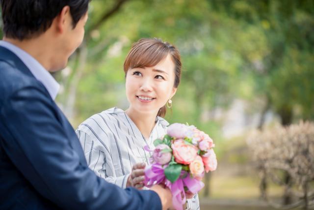 婚活目的の派遣、バレる?周囲の本音と成功率