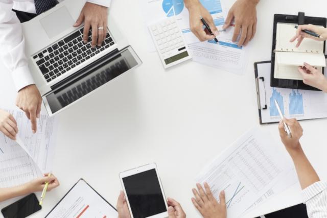 仕事を効率化するコツを作業内容別に解説|役立つツールやアプリも紹介
