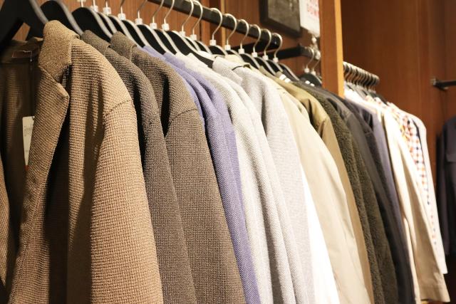 秋のメンズオフィスカジュアル|服装自由な職場のコーデ例